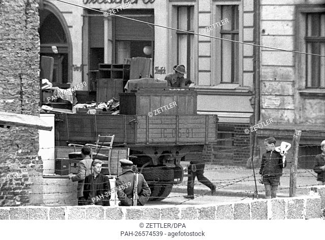 East Berlin evacuation commands carrying out the belongings of residents who live in the border houses on Bernauer Straße on the border between East and West...
