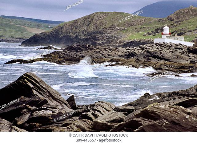 Lighthouse of the Commissioners of Irish Lights on the Dingle peninsula overlooking Dingle Bay near Knightstown. Co. Kerry, Ireland