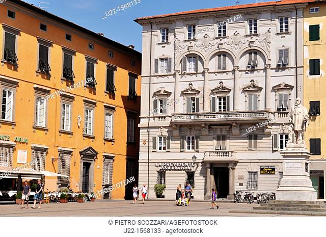 Lucca (Italy): Piazza del Giglio, with the monument to Garibaldi