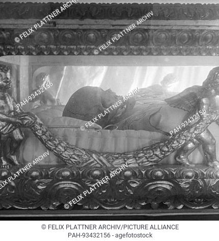 Under the table of the high altar lie the mortal remains of Saint Peter Claver (1580-1654), Cartagena (Bolivar), Colombia, 1958. | usage worldwide