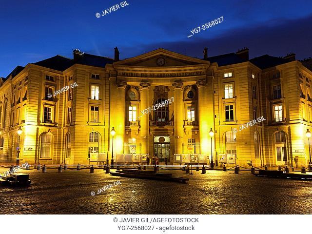 City hall of the V arrondissement, square of the Grands Hommes, Paris, Ile-de-France, France