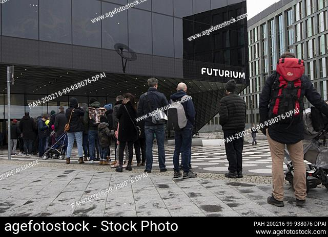 16 February 2020, Berlin: Visitors queue up in front of the Futurium on this rainy and windy Sunday. Photo: Paul Zinken/dpa. - Berlin/Berlin/Germany