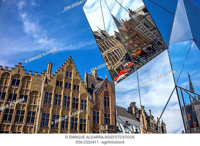 Mirror sculpture in the Trienale Art Festival 2015, Bruges, Belgium