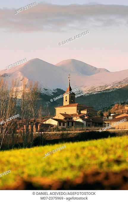Berceo village and San Lorenzo mountain range, La Rioja wine region, Spain, Europe