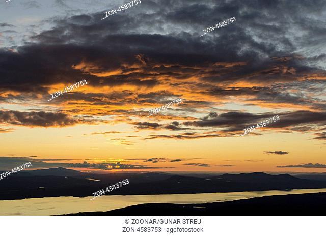 Blick vom Berg Elgahogna, Femundsmarka Nationalpark, auf den See Femunden, Hedmar Fylke, Norwegen, Juli 2011