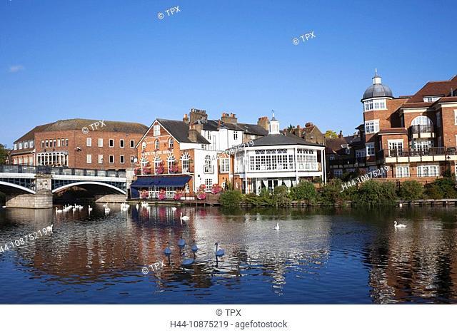 England, Berkshire, Eton, River Thames and Riverfront Skyline
