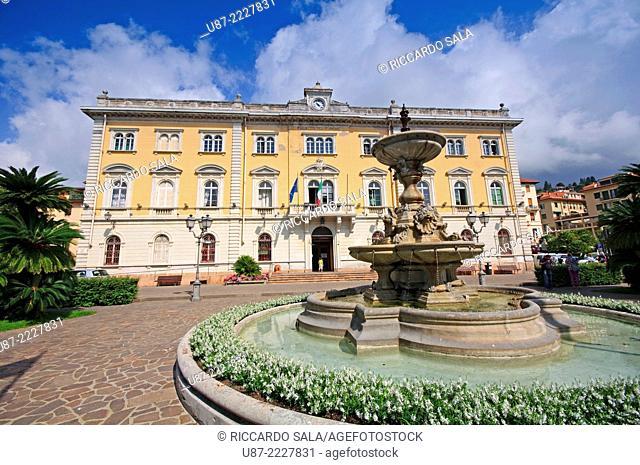 Italy, Liguria, Alassio, Piazza della Libertà Square, Fountain background City Hall