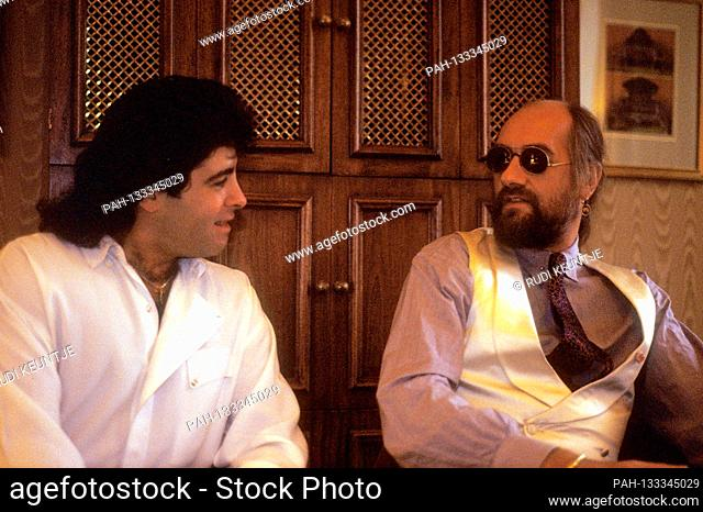 Rick Vito and Mick Fleetwood from Fleetwood Mac during an interview in a hotel. London, September 15, 1988 | usage worldwide