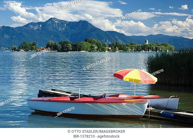 Paddle boats at Gstadt, view to Fraueninsel island, Chiemsee lake, Chiemgau, Upper Bavaria, Bavaria, Germany, Europe