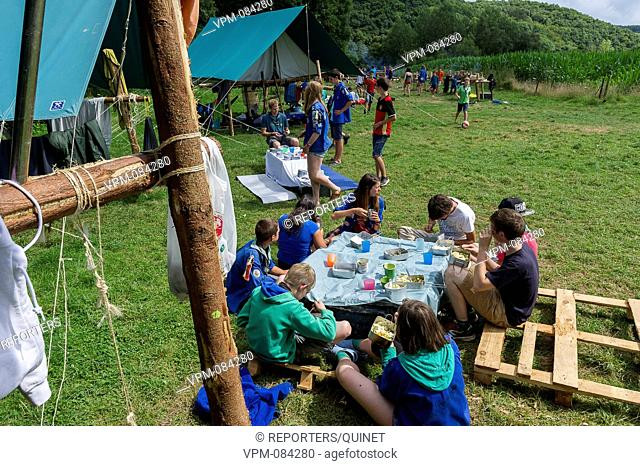 Mazee - 29 july 2016 Photo d'illustration - Illustration Picture Troupe d'eclaireurs en grand camp. A troop of scouts in camp in wallonia