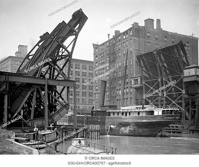 Ship Passing Through Jackknife Bridge, Chicago, Illinois, USA, circa 1907