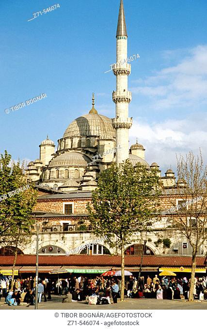 Yeni Camii, New Mosque, Egyptian Market. Istanbul. Turkey