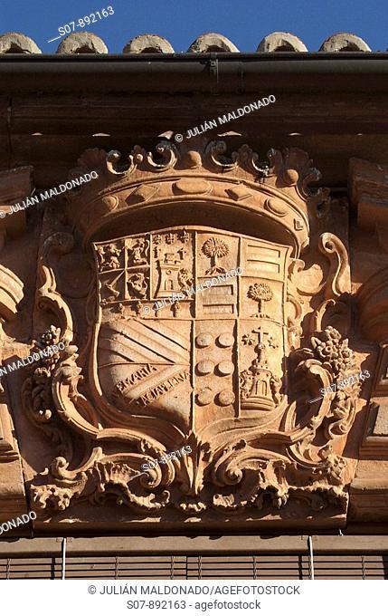 Coat of the facade of the Palacio de los Fontes, Villanueva de los Infantes, Castilla La Mancha, Spain