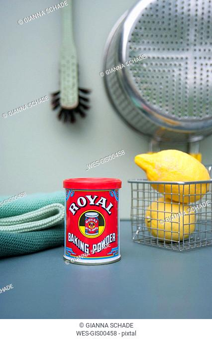 Can of baking powder