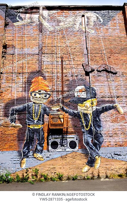 Wall art on a gable end wall in Glasgow city centre, depicting two puppets dancing to music, Glasgow, Scotland, UK
