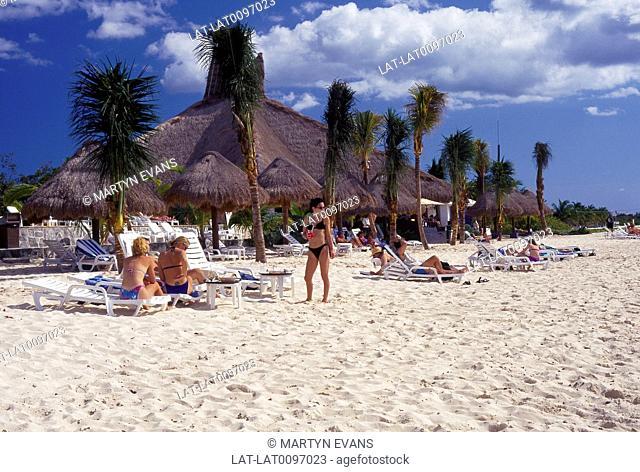 Club de Playa resort. Nachi. Cocom. Beach. Sunbeds,shades. People