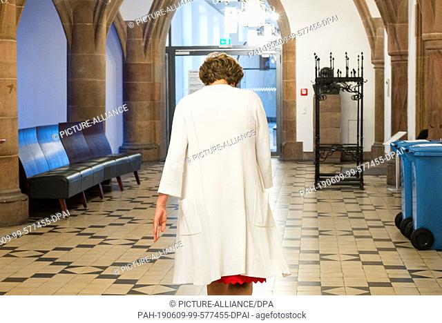 09 June 2019, Saarland, Saarbrücken: Charlotte Britz (SPD), the incumbent, walks through the town hall with her head bowed after the lost run-off election for...