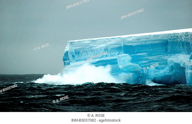 break off by an iceberg in storm, Antarctica, Weddellmeer