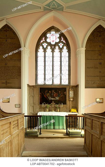 The altar and a Flemish oil painting of the Last Supper dated from around 1600