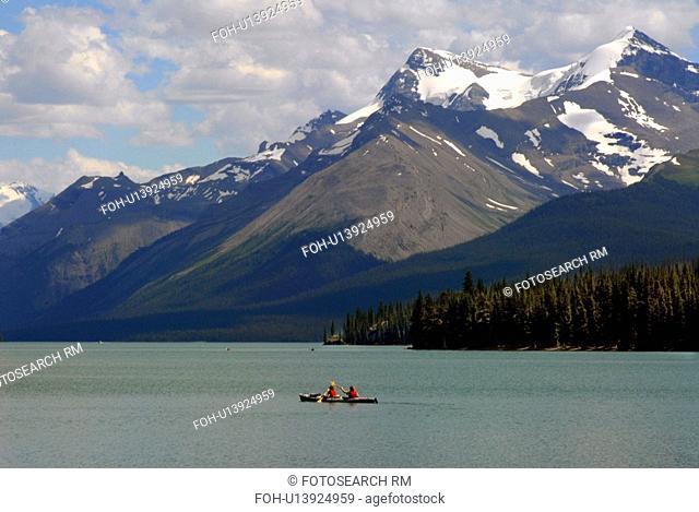 water nature tourist boating maligne lake rocky