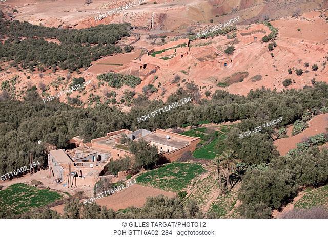 North Africa, Morocco, Marrakech, at the bottom of the High Atlas, road to Amizmiz, towards Sidi Brahim, Photo Gilles Targat