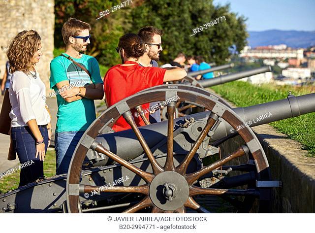 Group of tourists and guide making a tour of the city, Climb to Mount Urgull, Bateria de Las Damas, Donostia, San Sebastian, Gipuzkoa, Basque Country, Spain