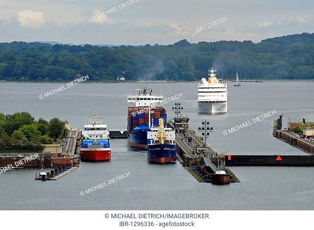 Shipping traffic at the Schleuse Holtenau lock, container ships and cruise ship, Kiel, Schleswig-Holstein, Germany, Europe
