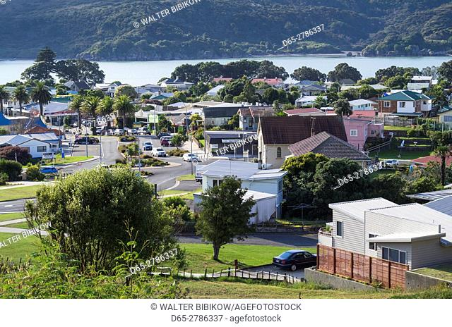 New Zealand, North Island, Raglan, elevated town view
