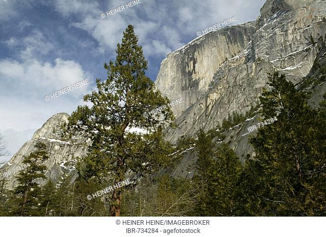 Wintertime in Yosemite National Park, California, USA, North America
