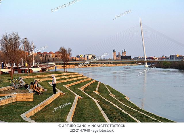 Meander of Ranillas, bank of River Ebro, in the background is the footbridge of Manterola and Basilica of El Pilar, formerly EXPO 2008