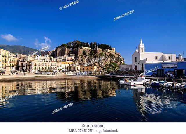 Italy, Sicily, Aeolian Islands, Lipari, Lipari city, fishing port Marina Corta with castle hill and Chiesa delle Anime del Purgatorio