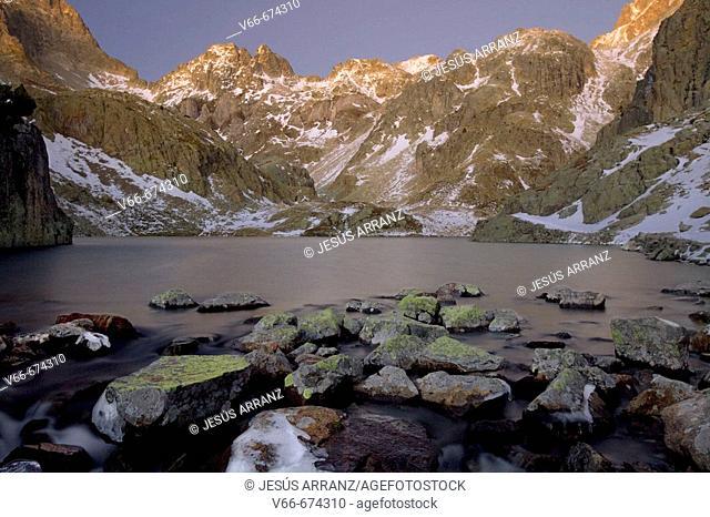 Ibón (glacial lake). Arriel peak. Sallent de Gállego. Tena valley. Huesca province. Aragon. Spain