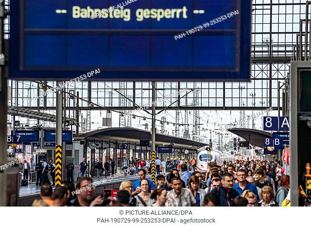 29 July 2019, Hessen, Frankfurt/Main: An ICE (rear) is standing on track 7 of Frankfurt main station after an incident with a child occurred when the train...