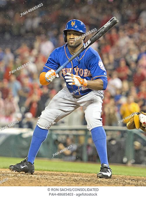 New York Mets left fielder Eric Young (22) draws a walk as he bats in the ninth inning against the Washington Nationals at Nationals Park in washington