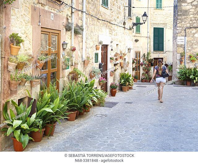 Streets of Valldemossa adorned with pots, Majorca, Spain