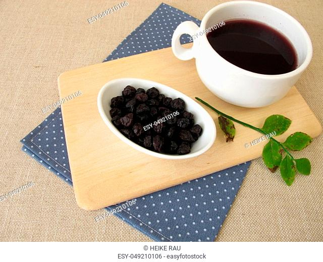 Blueberry tea from dried blueberries