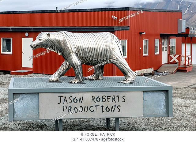 ALUMINUM SCULPTURE OF A POLAR BEAR BY JASON ROBERTS PRODUCTIONS, CITY OF LONGYEARBYEN, THE NORTHERNMOST CITY ON EARTH, SPITZBERG, SVALBARD, ARCTIC OCEAN, NORWAY