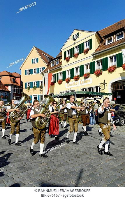 Parade with traditional costumes Marktplatz market square Feuchtwangen Middle Franconia Bavaria Germany