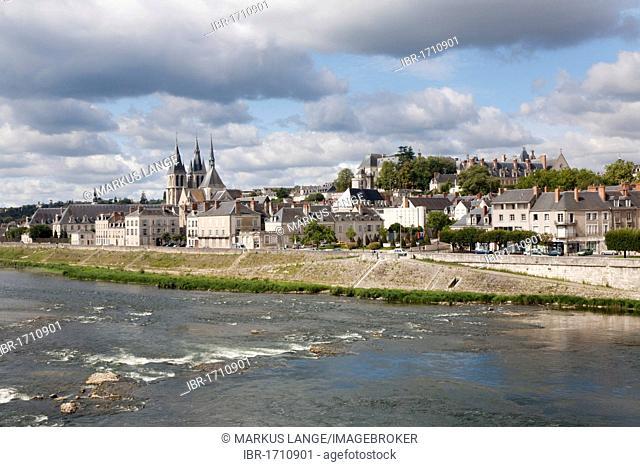 City view over the Loire with bridge and Saint Nicolas churc, Blois, Département Loir-et-Cher, Region Central, France, Europe