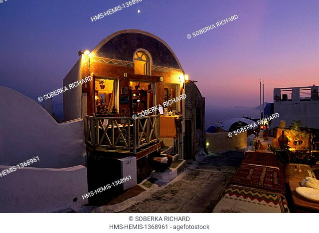 Greece, Cyclades, Aegean Sea, Santorini, Ia, opened shop seen by night