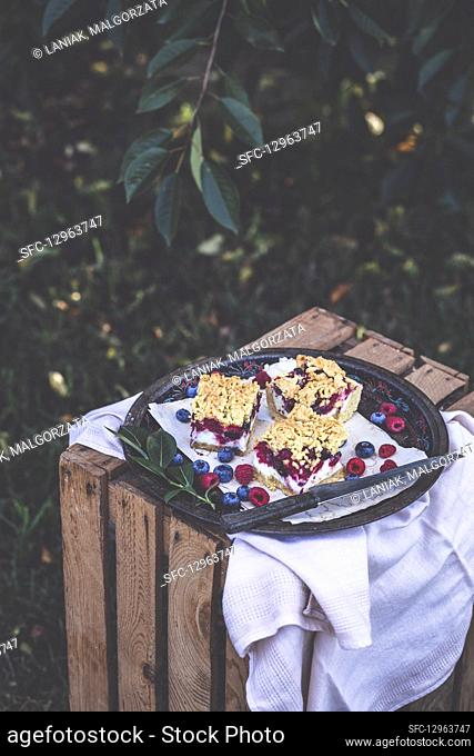 Summer cake with blueberries and raspberries