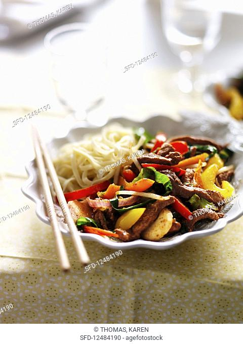 Pork with peppers and noodles (China)