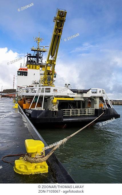Gewässerschutzschiff Neuwerk im Helgoländer Hafen. Coastal protection ship Neuwerk in the harbour of Helgoland