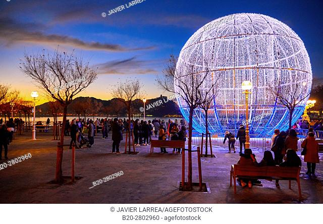 Christmas ornament, Paseo de La Concha, Donostia, San Sebastian, Gipuzkoa, Basque Country, Spain, Europe