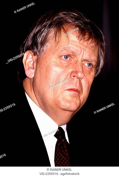 GERMANY, BONN, 27.09.1992, Helmut RICKE , CEO of Bundespost Telekom - Bonn, Northrhine-, Germany, 27/09/1992