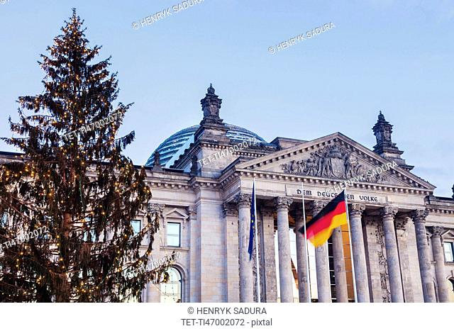 Germany, Berlin, German flag in front of Reichstag