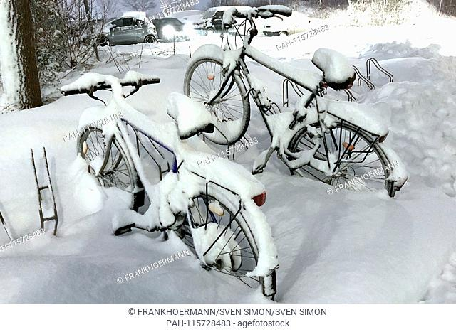 Snow chaos on Bavaria's street-snowed bicycles bike. Continuing snowfall on 10.01.2019, provide for snow chaos, traffic chaos, winter in Bavaria