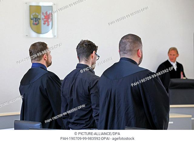 09 July 2019, Mecklenburg-Western Pomerania, Rostock: The 28-year-old defendant (M) in the trial for attempted double homicide is waiting with his defenders...