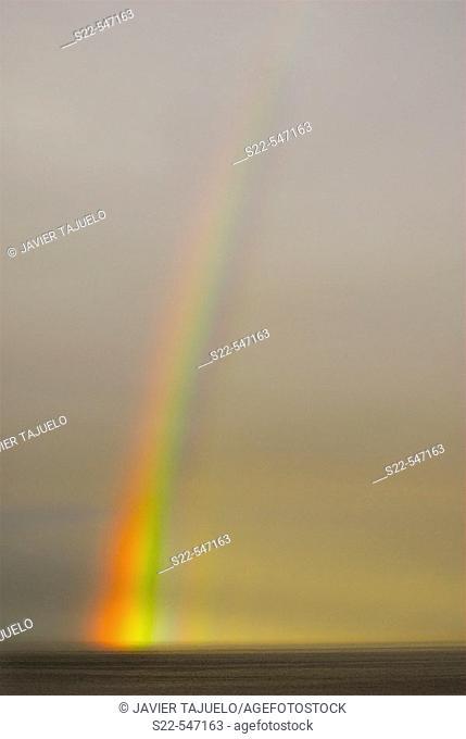 Rainbow on the sea. Vadso, Noruega