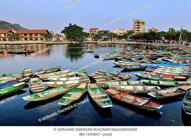 Rowing boats, Tam Coc region, Ninh Binh, dry Halong Bay, Vietnam, Southeast Asia, Asia
